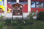 Draußen Insektenhotel neu bestückt